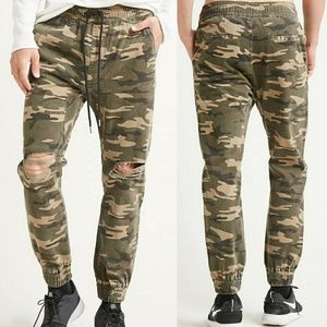 NWT Camo Athletic Joggers Casual Pants Ripped Larg